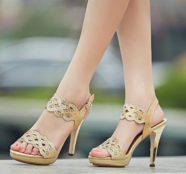 2018新年新面貌,女人的美足配一双漂亮高跟鞋