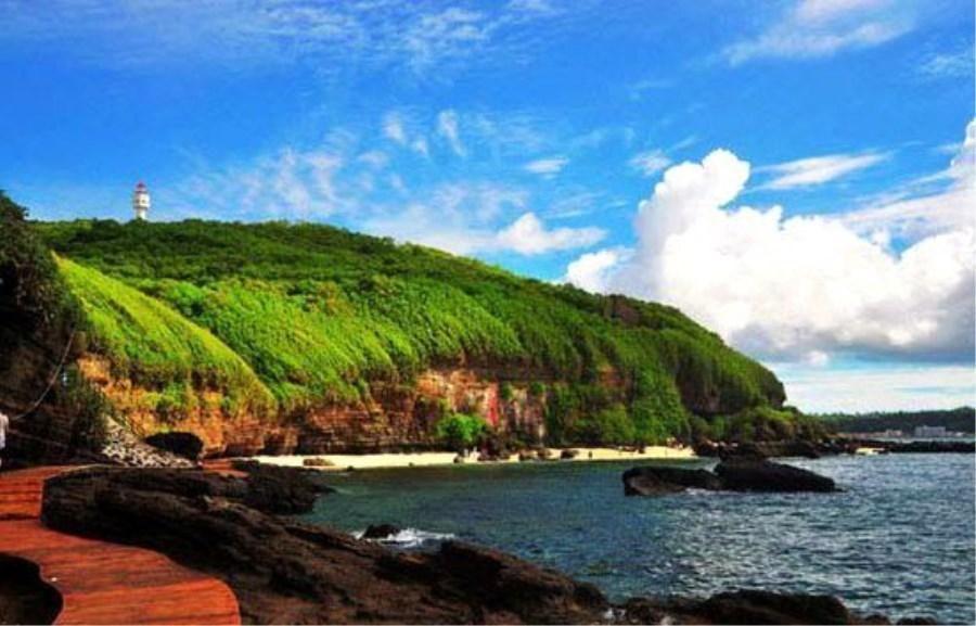 它是冬季旅游胜地,广西最大的海湾,旅游景点众多,你去