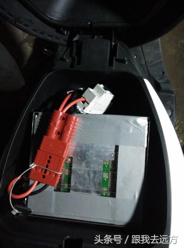 巧格踏板车车架改电动车加装模块化控制器和96v80ah锂