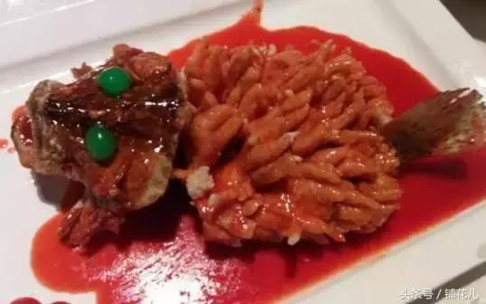 由于古人以松鹤寓长寿,故取名松鹤楼.全国名厨加盟,打造四季美食.