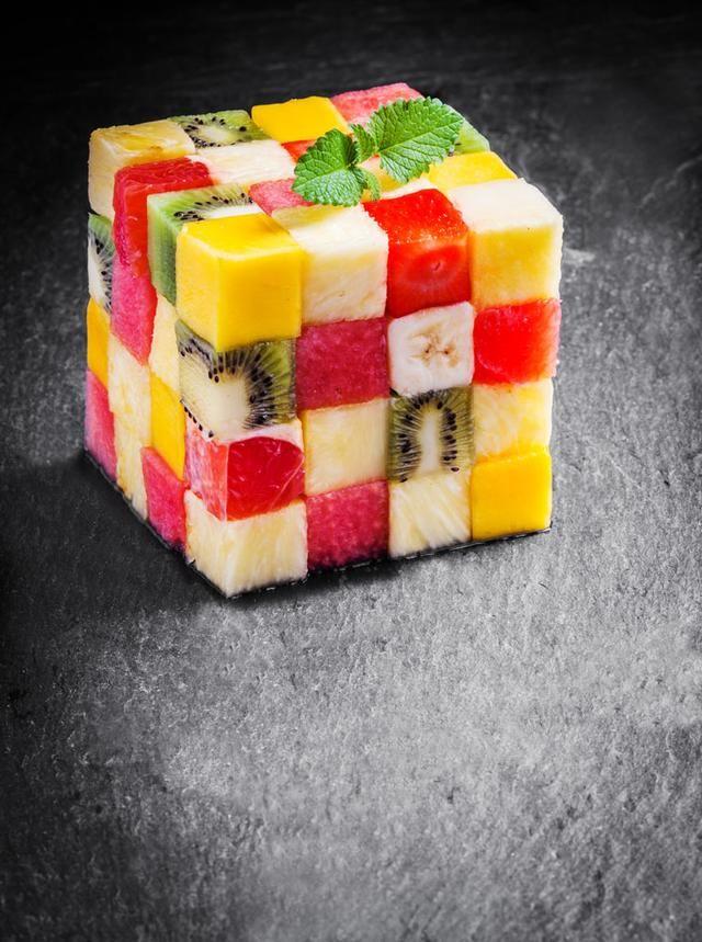 香梨适量 甜橙适量 山楂适量 沙拉适量 魔方水果拼盘的做法步骤 1