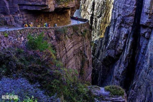 行走在新乡: 绝壁长廊---万仙山风景区!