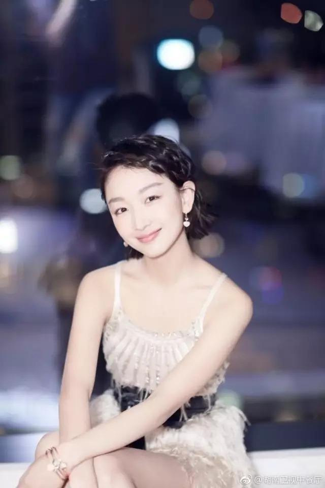 额头短发大PK,杨紫像郑爽,景甜像娜扎,赵丽颖女星上的碎头发多_怎么扎发图片