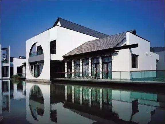 发展至今,由于地区文化差异,新中式建筑形成了两大派系:北方的合院派图片