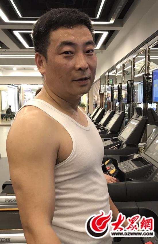 日照一男子锻炼成型半年胖大哥逆袭坚持男视频樱花卫厨图片