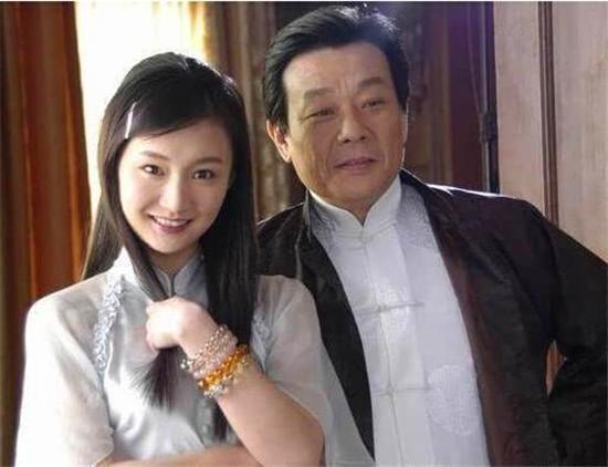 崔瑶琪是寇世勋小时候的同学,二人是青梅竹马,寇世勋说过他和崔瑶琪