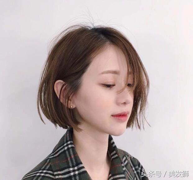 """特别是长直发容易显得没有活力,头发稍微有一点油就容易""""秃顶"""".图片"""