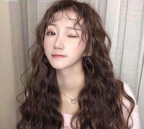 圆脸大脸适合的发型,让脸小一圈,让你做可盐可甜的女神