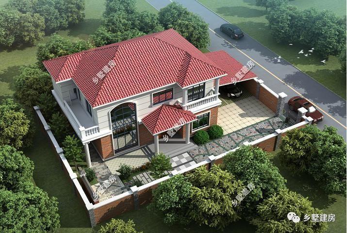 红色四坡屋顶设计,有围墙围起的院子,有个室外车库.