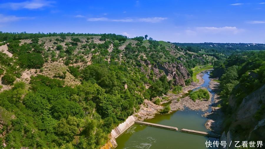 境内著名 的景点有千佛山风景区,章古台自然保护区,大清沟风景区,闹