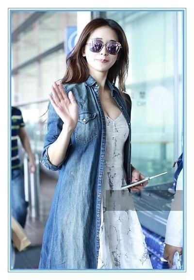 林志玲现机场,一件抹胸长裙惹争议,网友直呼:简直无法图片