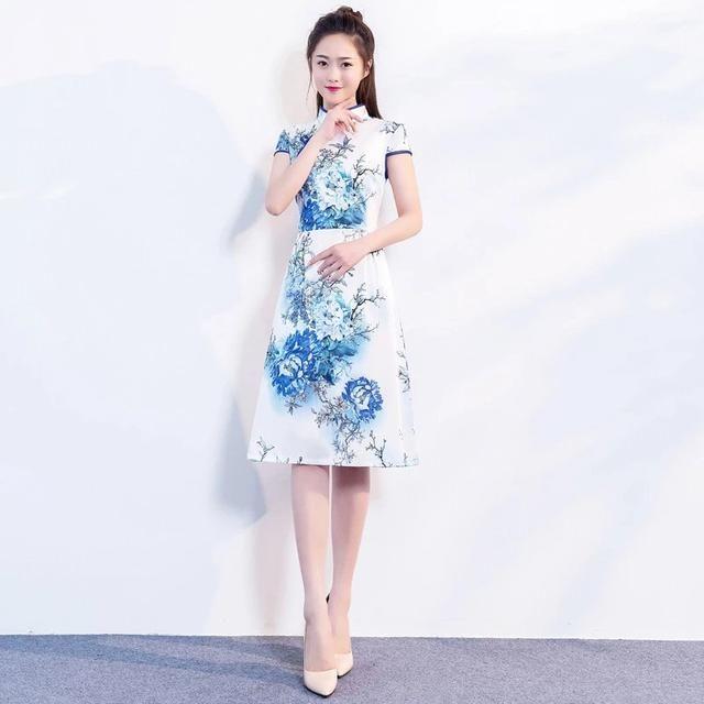 """記得大型文化收藏節目《華夏奪寶》的主持人田甜說:""""旗袍已經成為一種圖片"""
