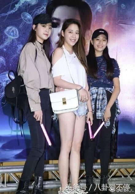 欧阳娣娣和欧阳娜娜越长越像!成三姐妹中最漂亮的,大姐稍差点!图片