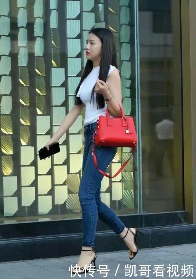 丝袜销售主辣妈与老总性爱15p_街拍:图三妖娆身段的辣妈,你的黑丝袜不吸热吗?