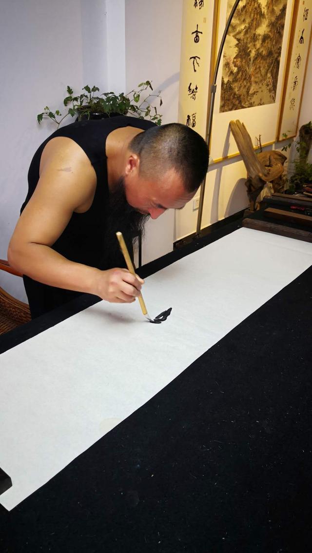 宋庄画家村九大山人吴加高国画几笔成虾图片