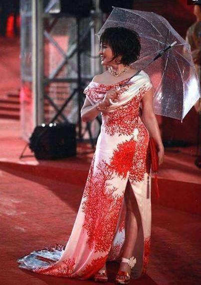 难见,不老艺术家刘晓庆,周海媚齐聚,网友:真嫩和装嫩显而易见