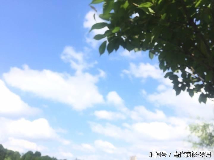 当代商报讯(记者 罗丹)昨日晚间,雷雨天气猛袭宁乡,多处地区遭遇了强