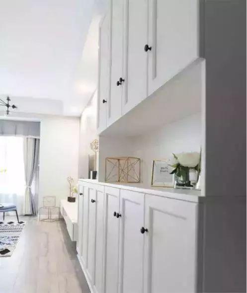 将鞋柜,玄关柜和电视柜做成一个整体图片