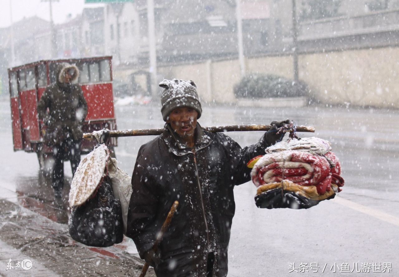 进入腊月,农民工冒雪回家,看看江苏,湖北,济南,沈阳等