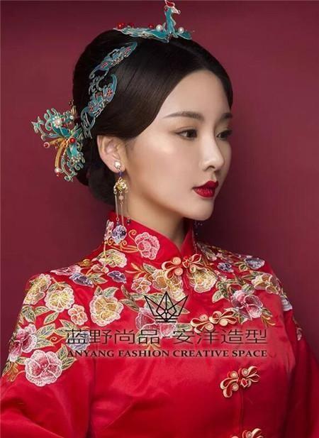 中式复古新娘发型,轻奢的造型设计.图片