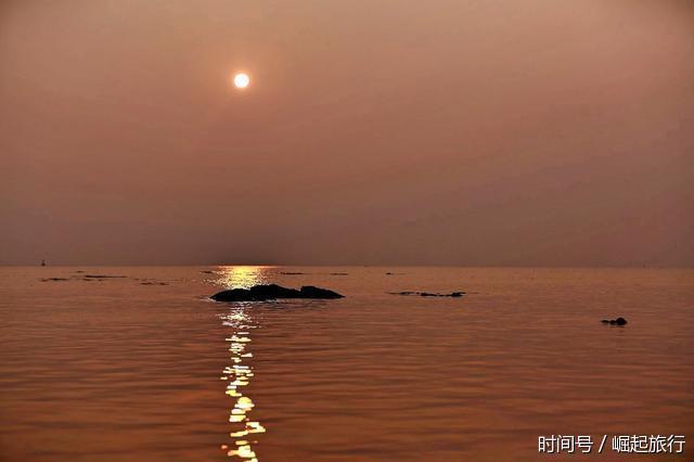 夕阳西下,落日余晖荡漾在波光粼粼的水面,怎样一个画面,有点大漠孤烟