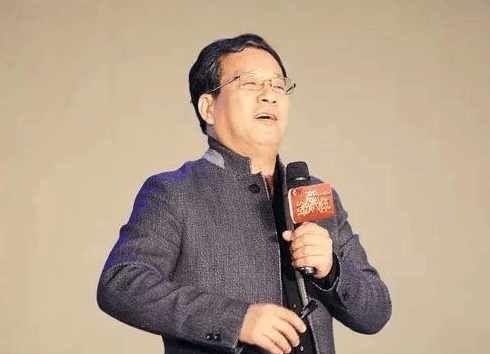 马云教父曾道歉:电商不放话,我还没完,如今无搭配的固定高中英语图片