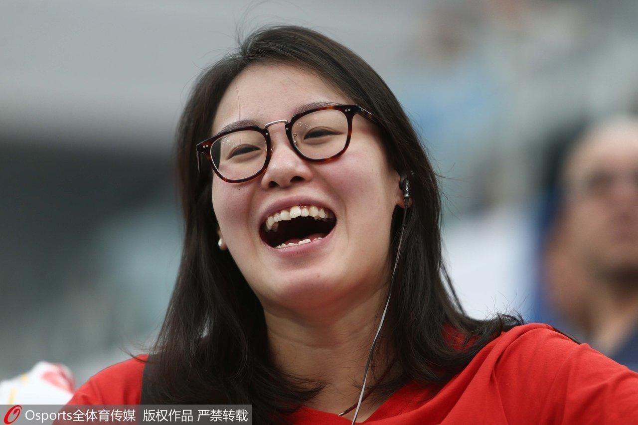 2016年12月19日,杭州陈经纶体育学校60周年庆典,傅园慧再送表情包.图片
