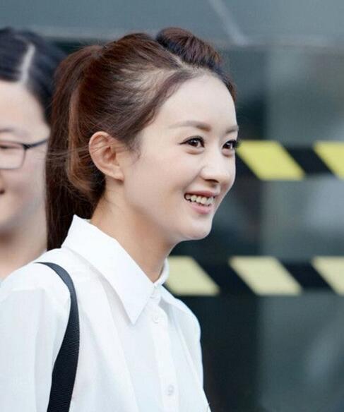 盘点最近赵丽颖的发型,特别善于用刘海编发来修饰脸型,碎刘海+高马尾图片