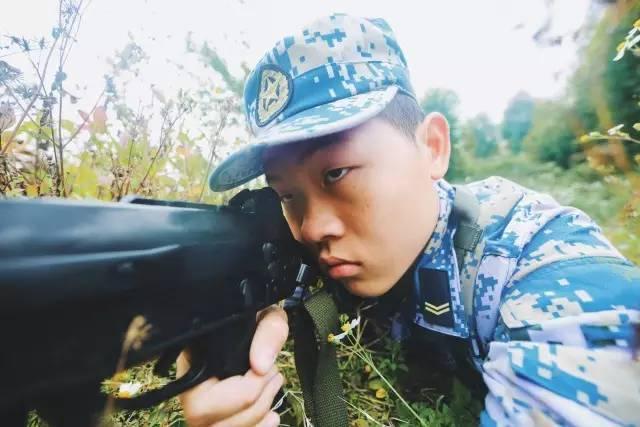【策划】小伙zha,看发型就知道你是个当兵的.图片