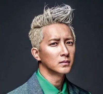 男明星染白发后,郭富城老10岁,黄晓明太辣眼睛,他却更