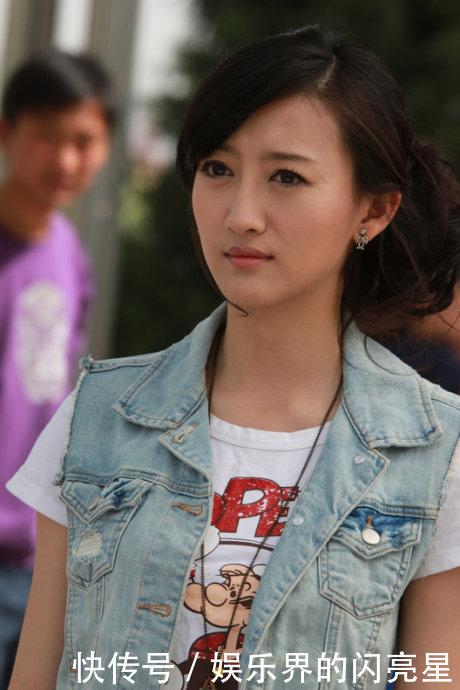 何炅撮合了身边的一对好友,分别是吴静一和陈翰宾,两个人结婚后,吴静