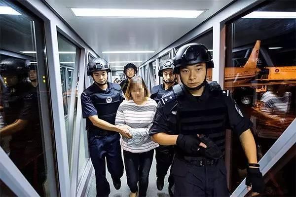 这10人全部是在韩国济州岛被遣返,其中女多男少,年纪都40岁朝上,在