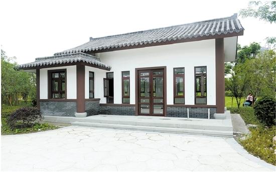 公园里的管理用房,小卖部,厕所都采用了统一的古风设计.图片