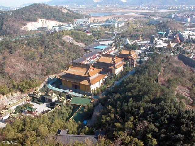 杨岐山此处上栗县中部,距县城25公里,面积约57.32平方公里.