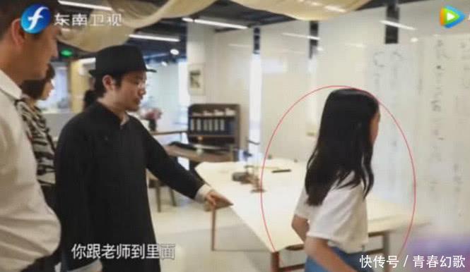 李嫣走路壁纸录制的女生被赞模样超像王菲,完气质节目好看图片