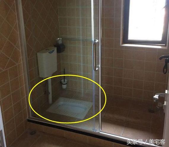 但是自从装了蹲便器,都不知道香皂盒和洗护用品掉下去多少次了.