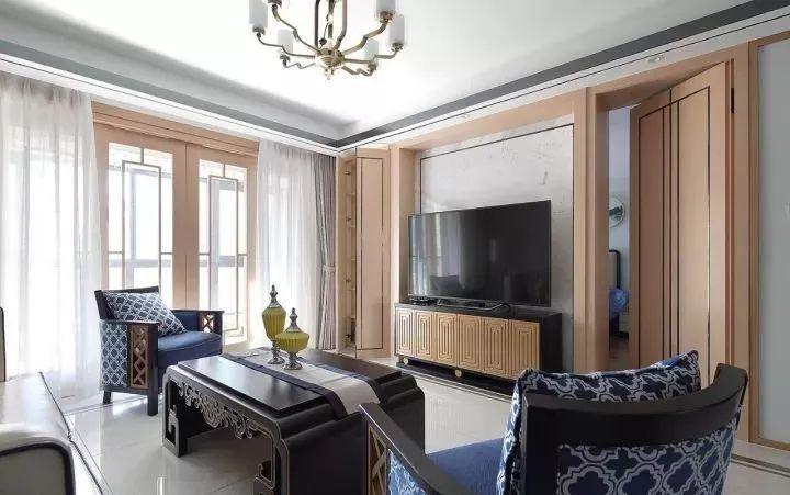 电视背景墙运用了木质材料进行打造,看吧,新中式风中也可以很原生态
