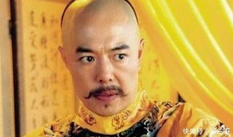 5张铁林 他在《还珠格格》里完美地演绎了乾隆皇帝的形象,尤其是他笑
