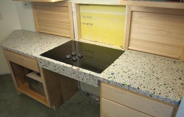 先放成品圖,廚房這個灶臺臺面完工效果不輸石英石臺面啊!