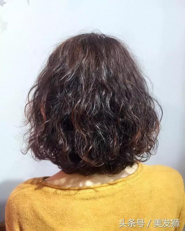 """2018春节烫发必选今年的流行的狗年新发型""""全头卷""""图片"""