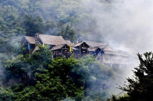 抱犊寨风景区位于栾川县三川镇境内,距洛阳市186公里,抱犊寨景区观赏