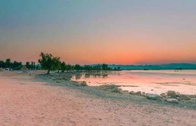 晋宁沙滩公园_这里是晋宁南滇池湿地公园,昆明不靠海,但置身于此,总给人一种走在