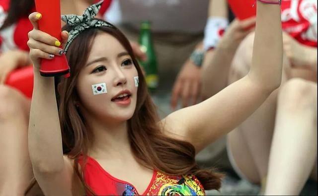 韩世雅有一种可爱与小性感并存的感觉,在一众韩国妹纸中非常出众.