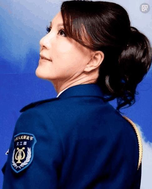 她与刘欢齐名, 凭一首歌打败韩红夺取冠军, 却因得罪央视沉寂至今图片