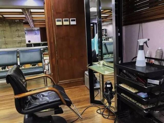 和老克勒走进老上海的传奇招牌理发店