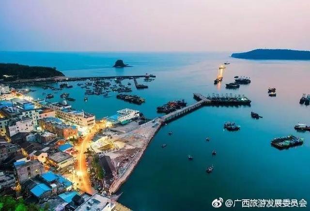 夏天去广西涠洲岛人气最旺 体验北海蓬莱岛火热的气氛