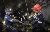 矿工们地下800米的新春坚守