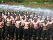 中国武警特战队员的极限训练照片,美国海豹突击队见了都要怕!