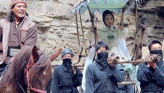 中国最后一悍匪!抢占女学生当压寨夫人,被逼两