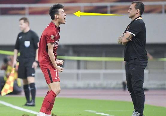 挑衅!武磊进球后,他的滑跪庆祝引巨大争议,卡纳